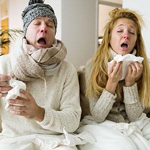 Homme et Femme avec Grippe