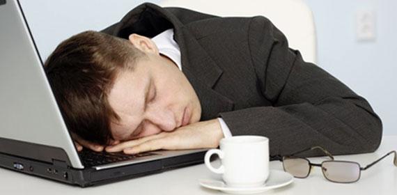 Homme Endormie Apnée du sommeil